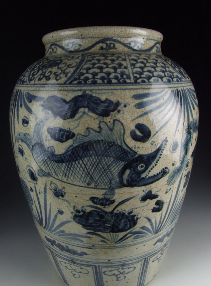 Chinese Antique Blue And White Porcelain Vase With Fish